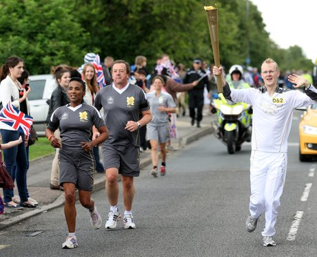 olympic-torch-relay-aylesbury-and-stoke-mandeville-7-1341848335-view-0
